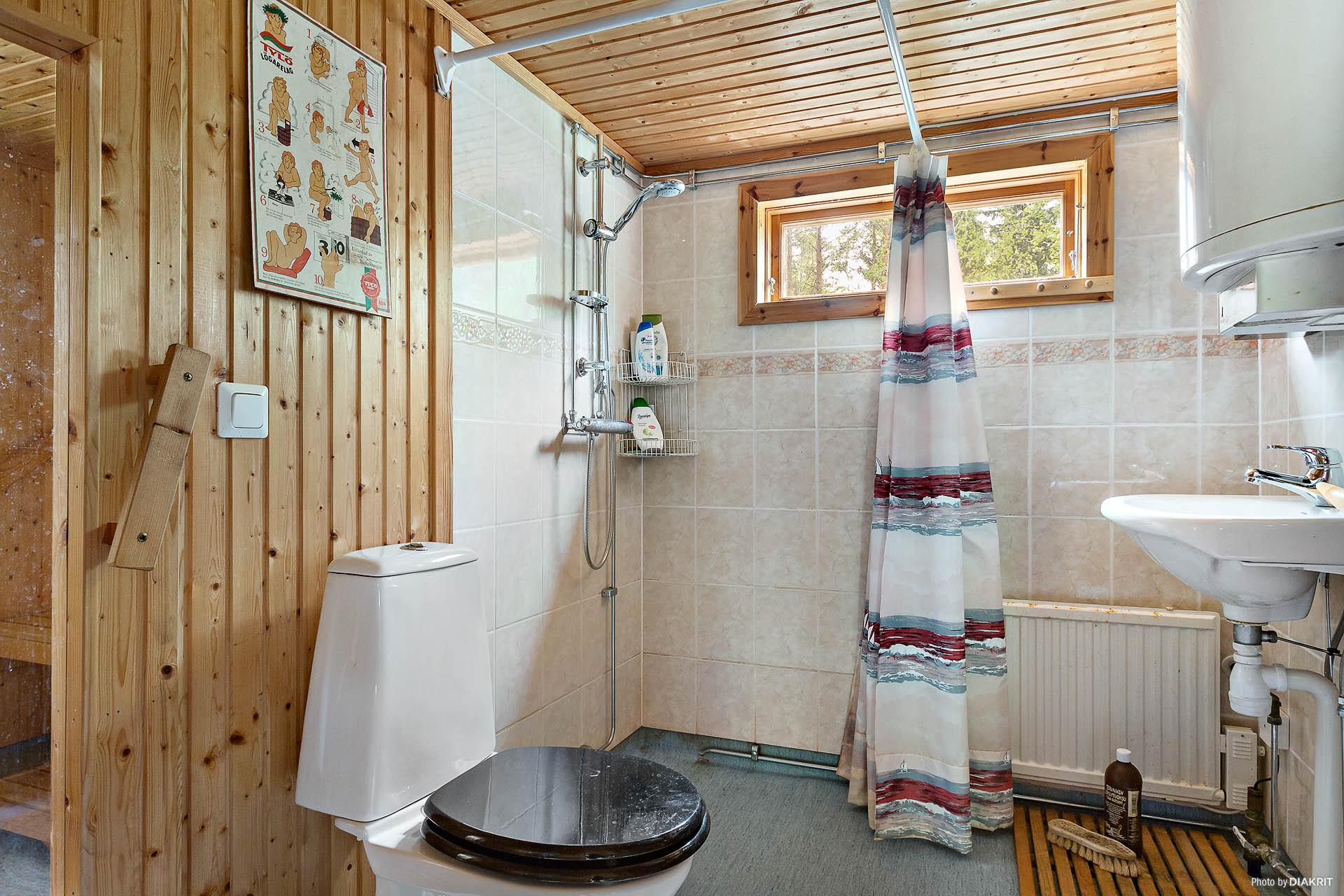 Duschrum med wc och bastu