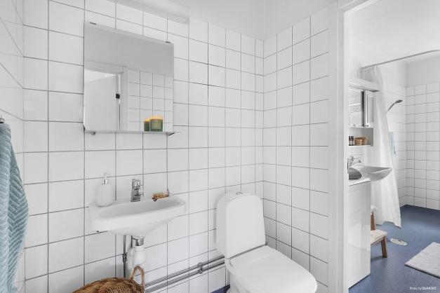 TOALETT - Separat toalett och handfat