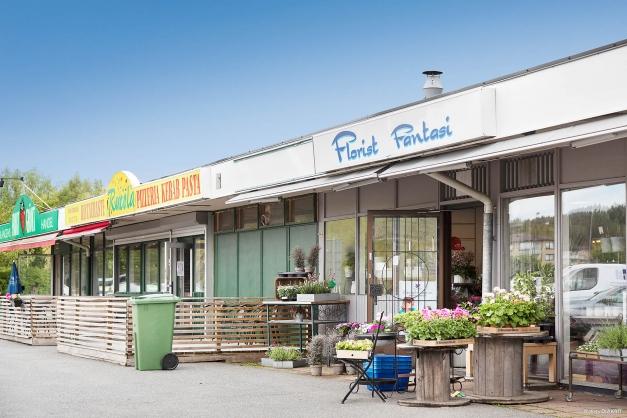 SERVICE - Föreningen hyr ut till fin fruktaffär, pizzeria och florist
