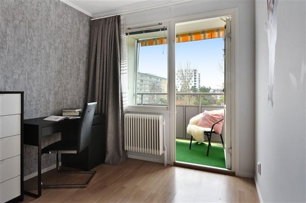 Sovrum 3 med utgång till balkong