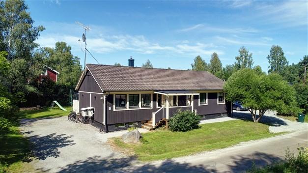 Välkommen till Krusänga 436 - Genomgående renoverad bostad för den stora familjen!