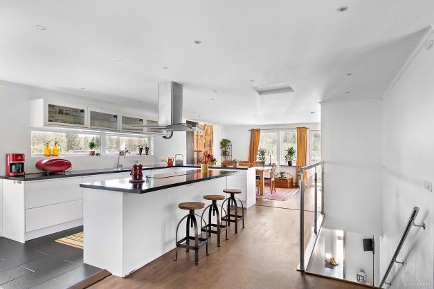 Kök och matplats på övre plan