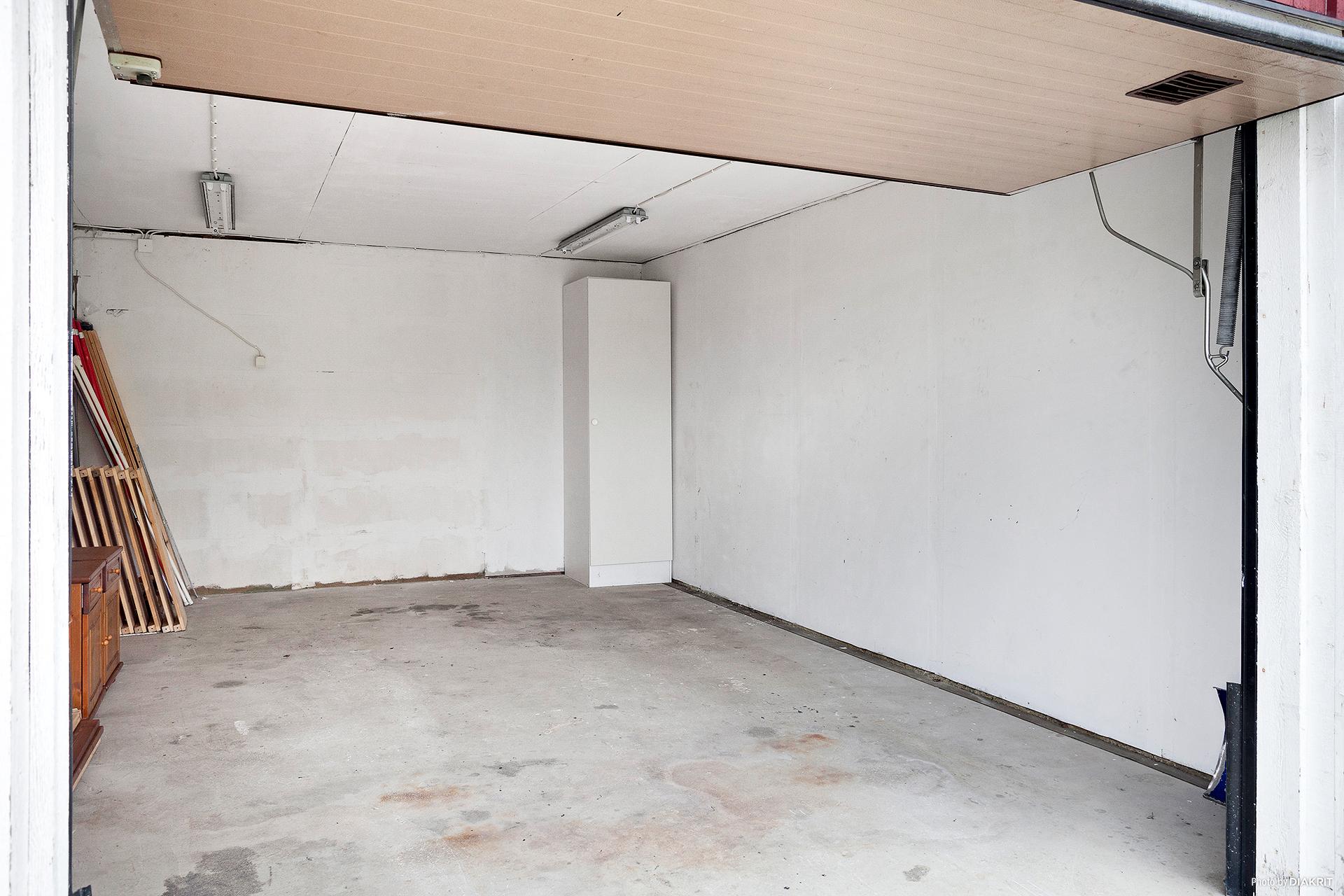 Garage med gjuten platta