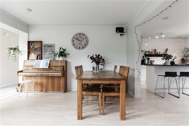 Matrum i anslutning till kök Villan