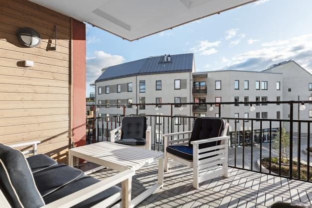 Rymlig balkong i syd-väst läge på våning 3 av 4.
