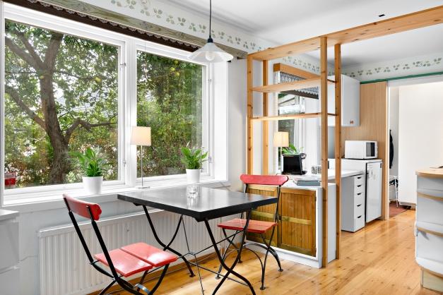 Kök och matplats i uthyrningsdel