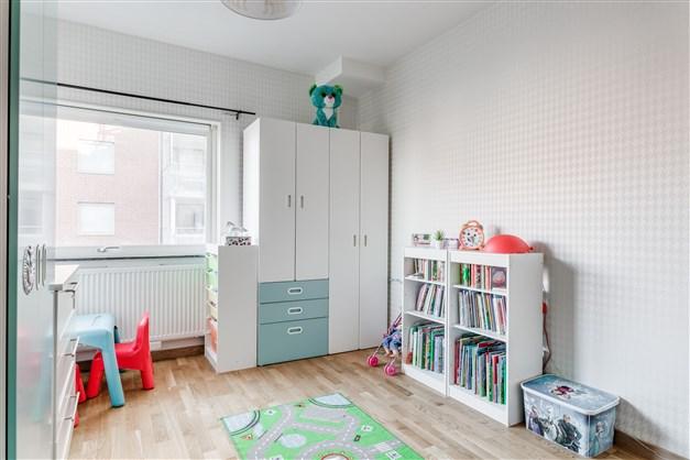 Sovrum 3 av 3 barnrum/kontor