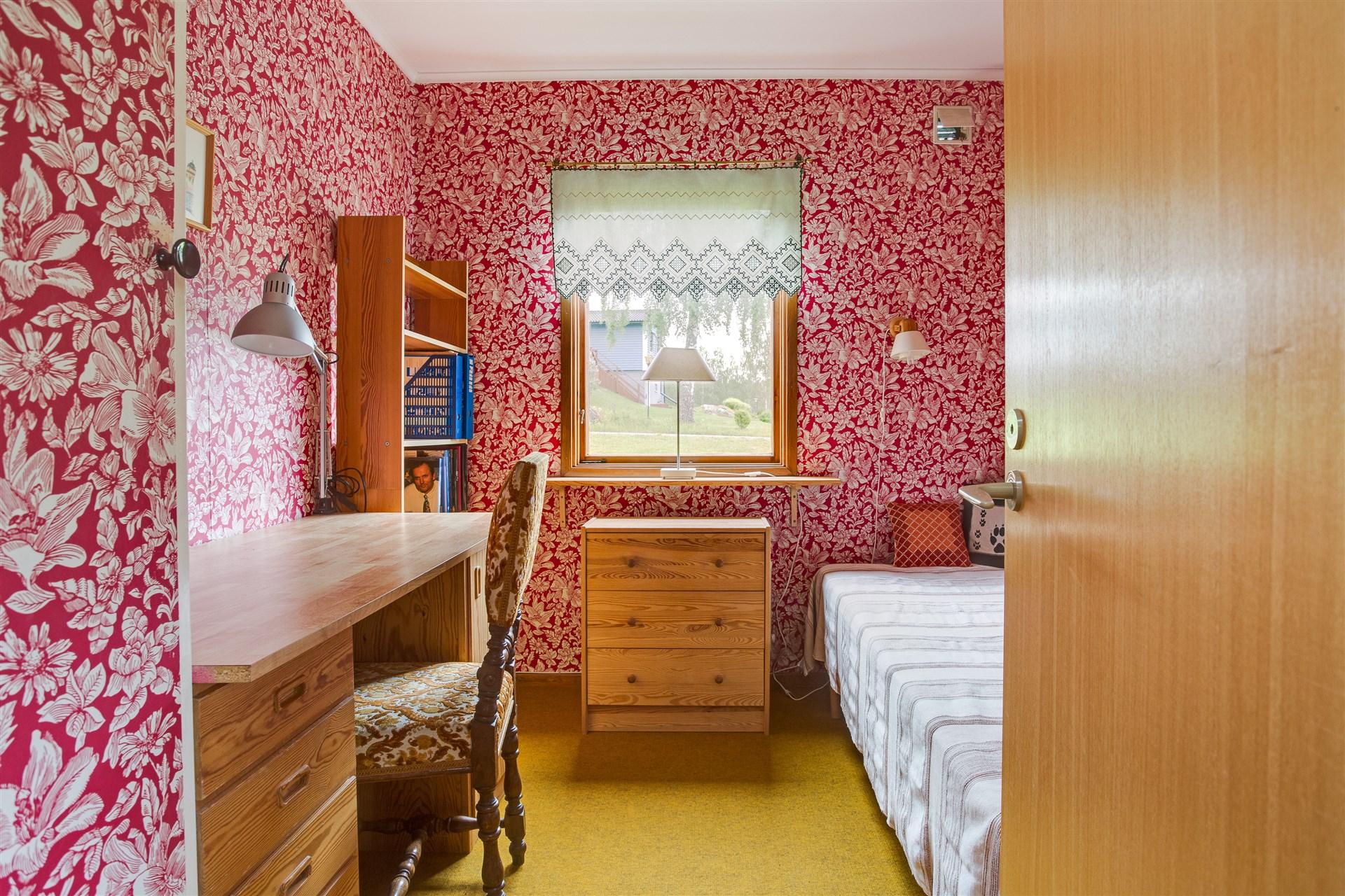 Sovrum 1 med 2 garderober.