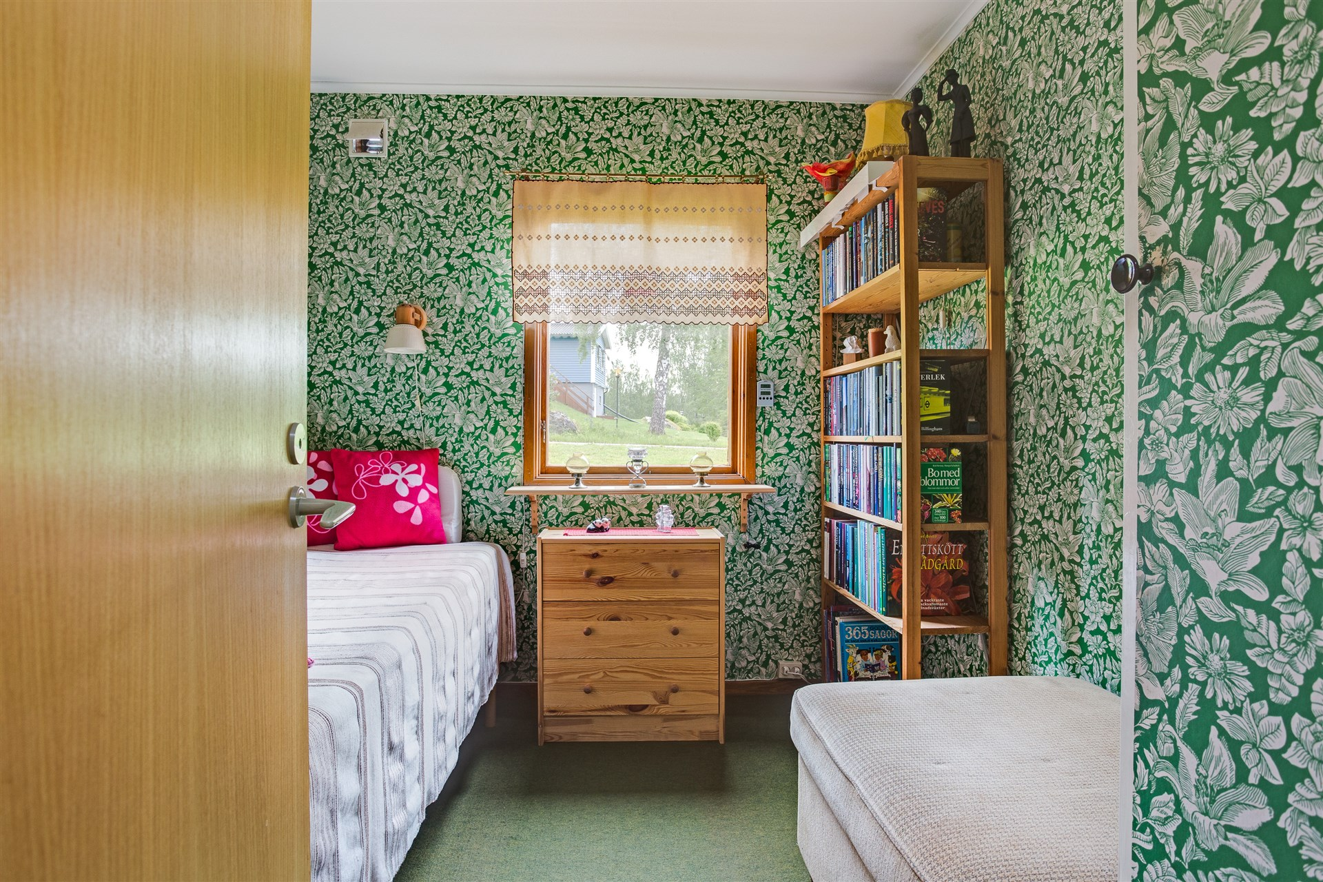 Sovrum 2 med 2 garderober.