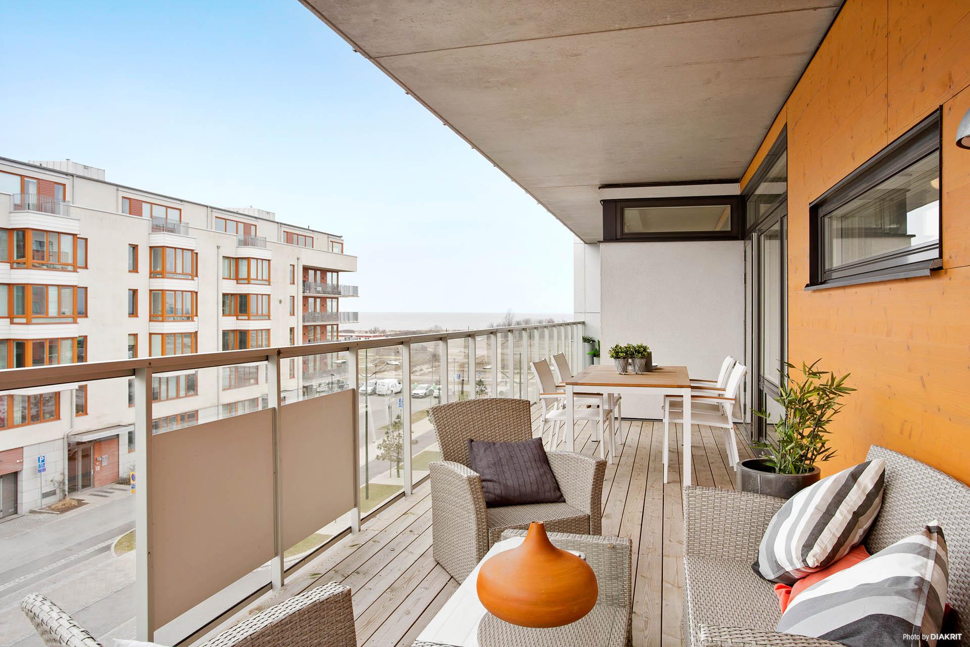 4 utgångar till balkonger i tre väderstreck
