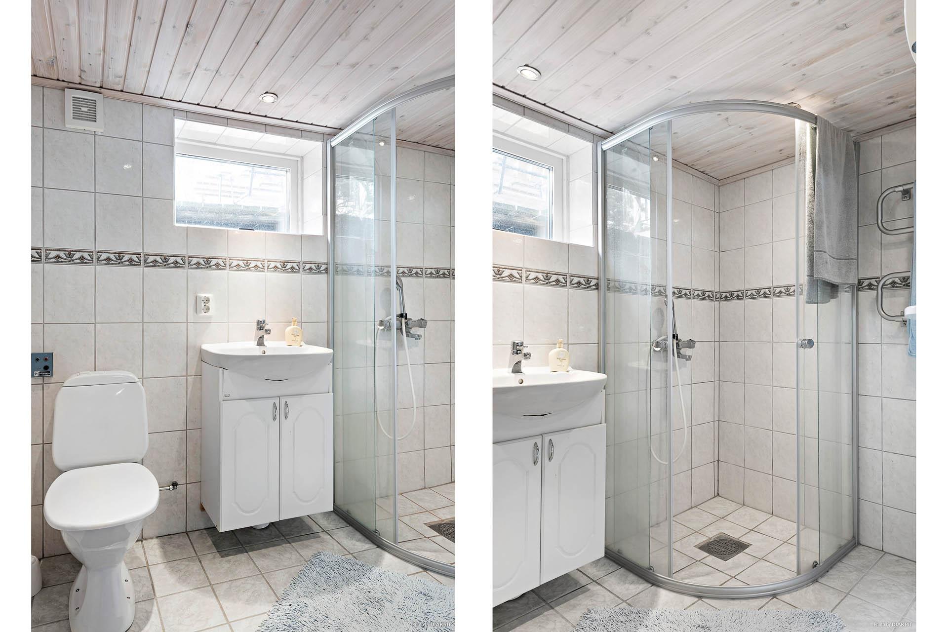 Ett trappsteg upp finner man tvättstuga, helkaklat badrum samt en oinredd källardel.