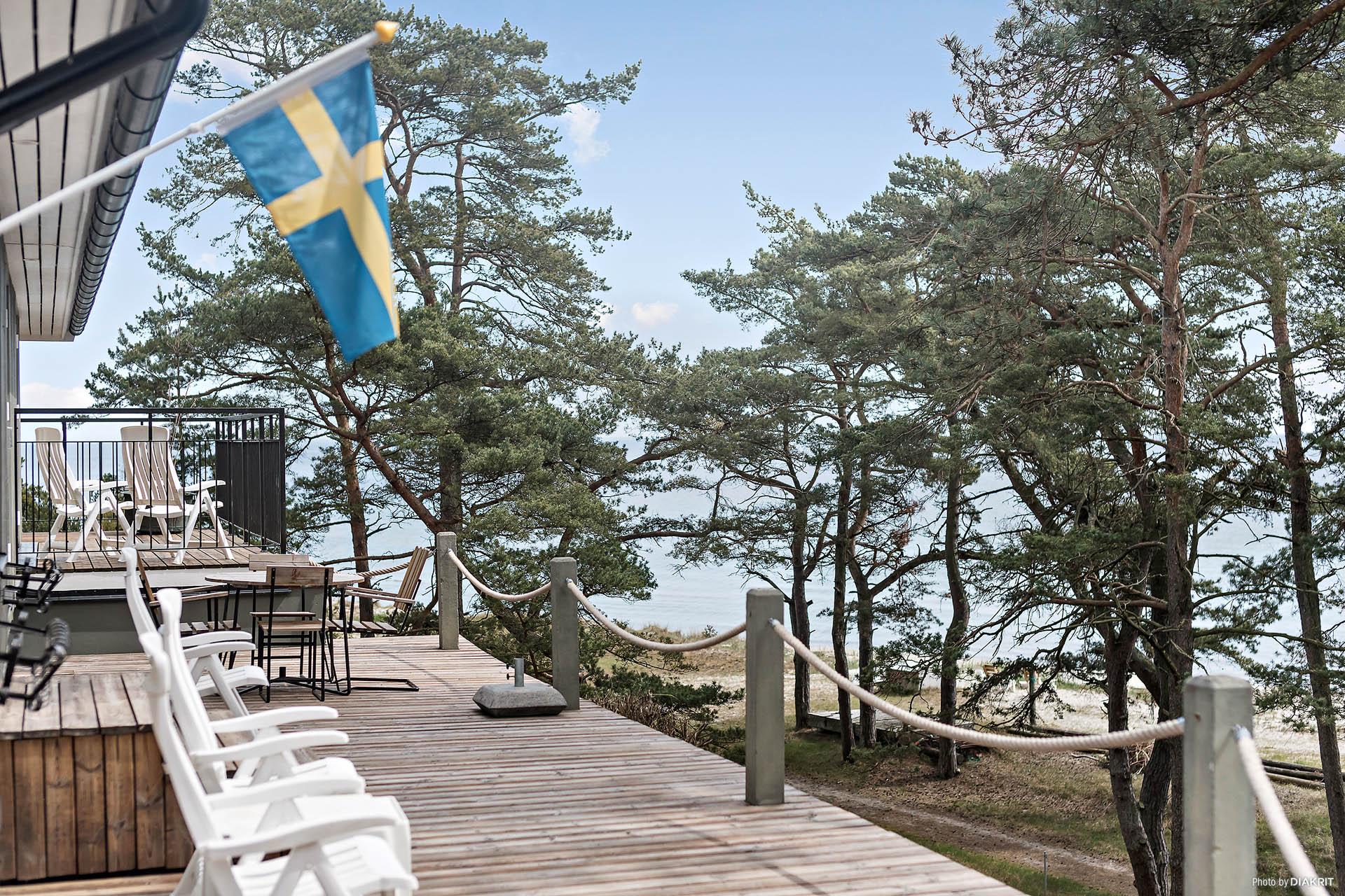 Vilken vy, vilket läge, vilken underbar plats! Välkommen till Glansabovägen 1a på Södra Äspet i Åhus!
