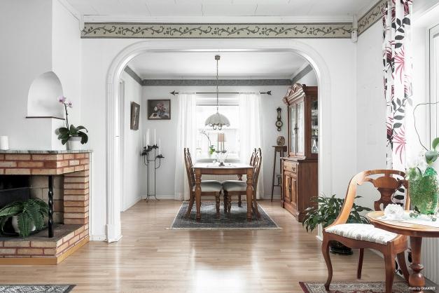 Matsal och vardagsrum varav matsalen skulle kunna göras om till ytterligare ett sovrum