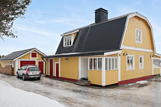 Rymlig 1½ plans villa med källare.