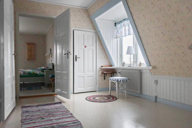 Möblerbar hall på övervåningen.