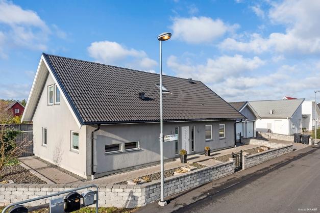 Välkommen till Hammarslund och en mycket gedigen och fint planerad villa.