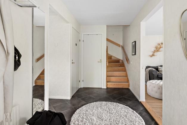 Hallen med trappan till övre plan