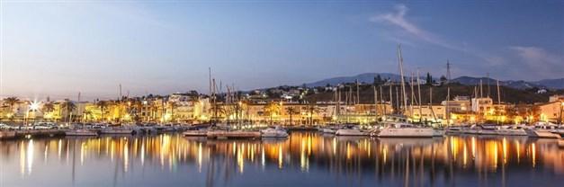 Båthamnen i Caleta de Vélez som ligger intill Torre del Mar