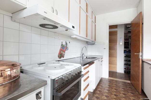 Kök med gedigna 50-talsstommar
