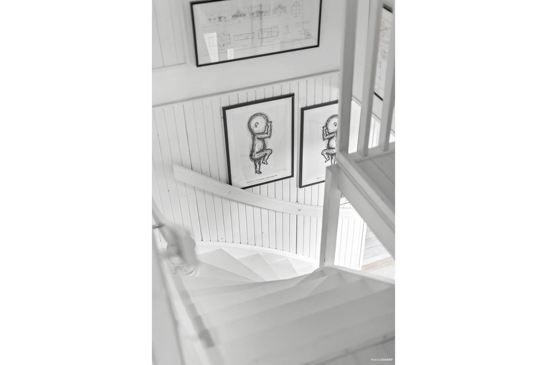 Tillbaka inne och vi tar en trappa upp till ovanvåningen.