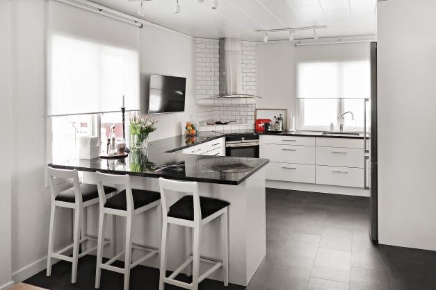 Ombyggt kök -17 med bänkskivor i granit
