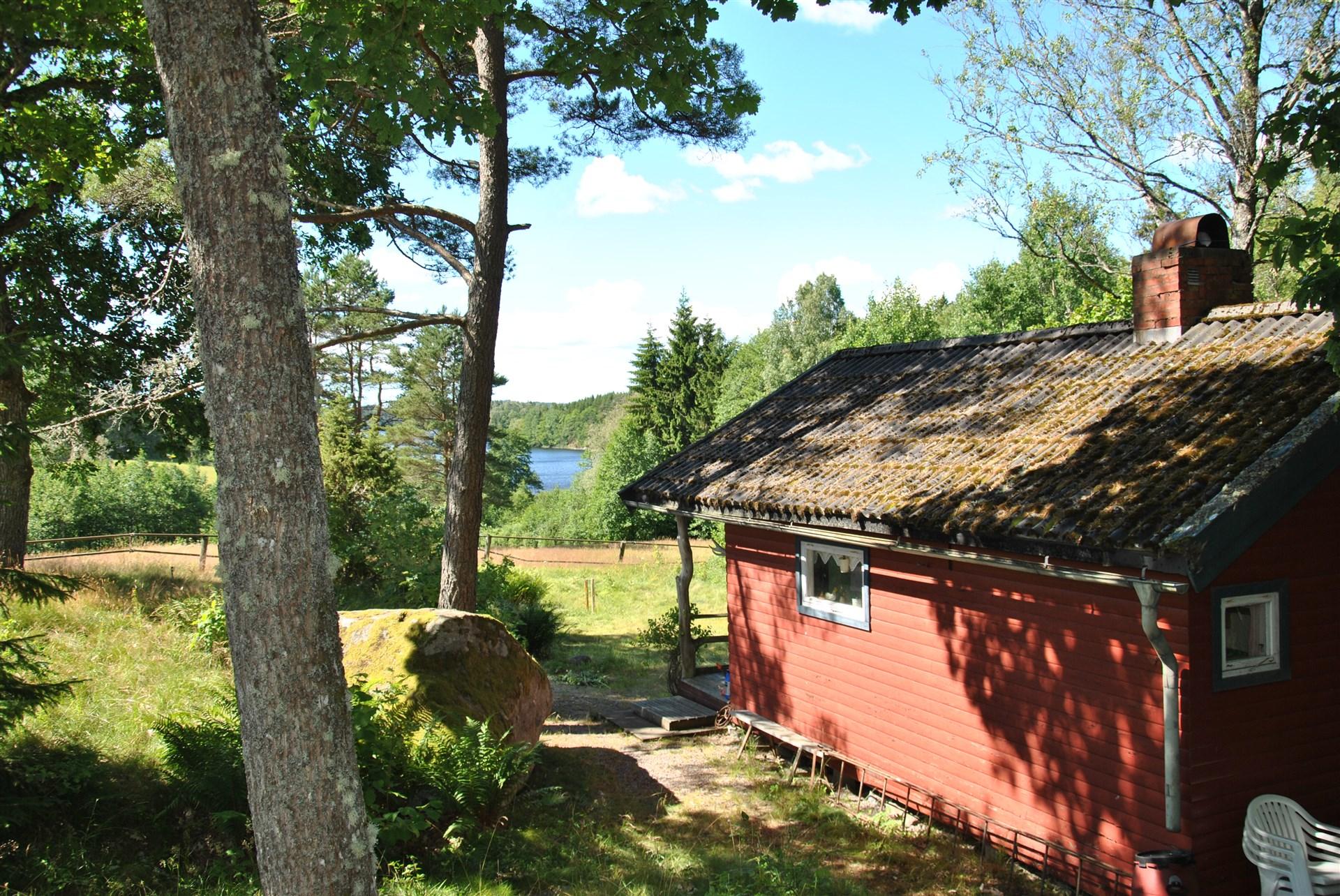 Huset mot NO med sjön Nyckelvattnet i bakgrunden