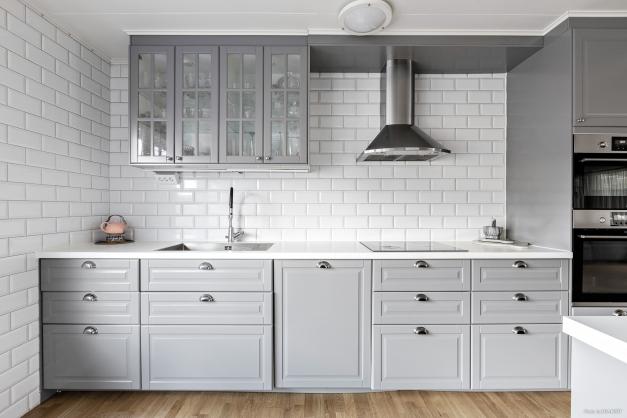 Bra förvaring och arbetsytor i kök