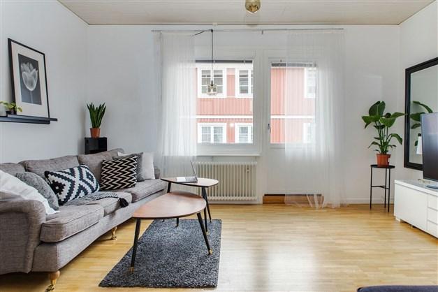 Välkommen till Kronobodgatan 28 och denna fina trerummare!