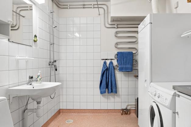 Duschrum och tvättdel