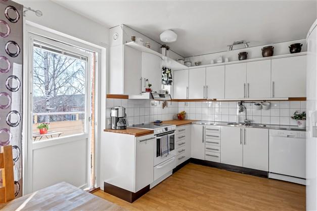 Kök med balkong