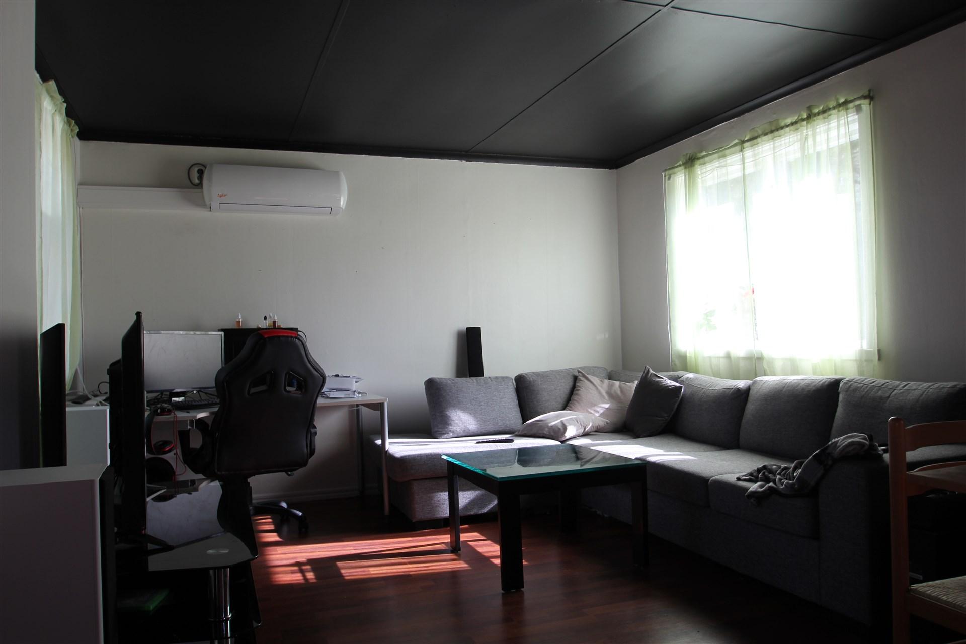 Vardagsrum i gäststuga