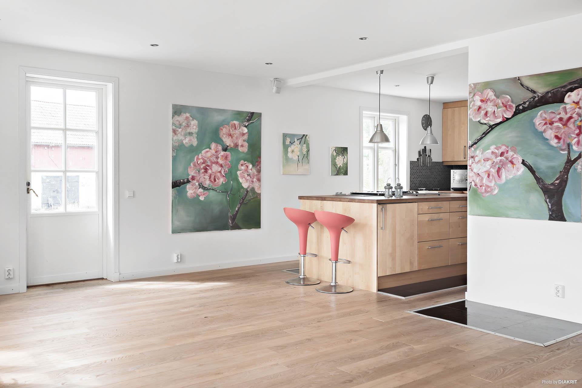 Kök med altandörr till en härlig altan.