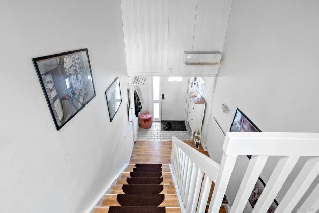 Övre hall ned till entrén