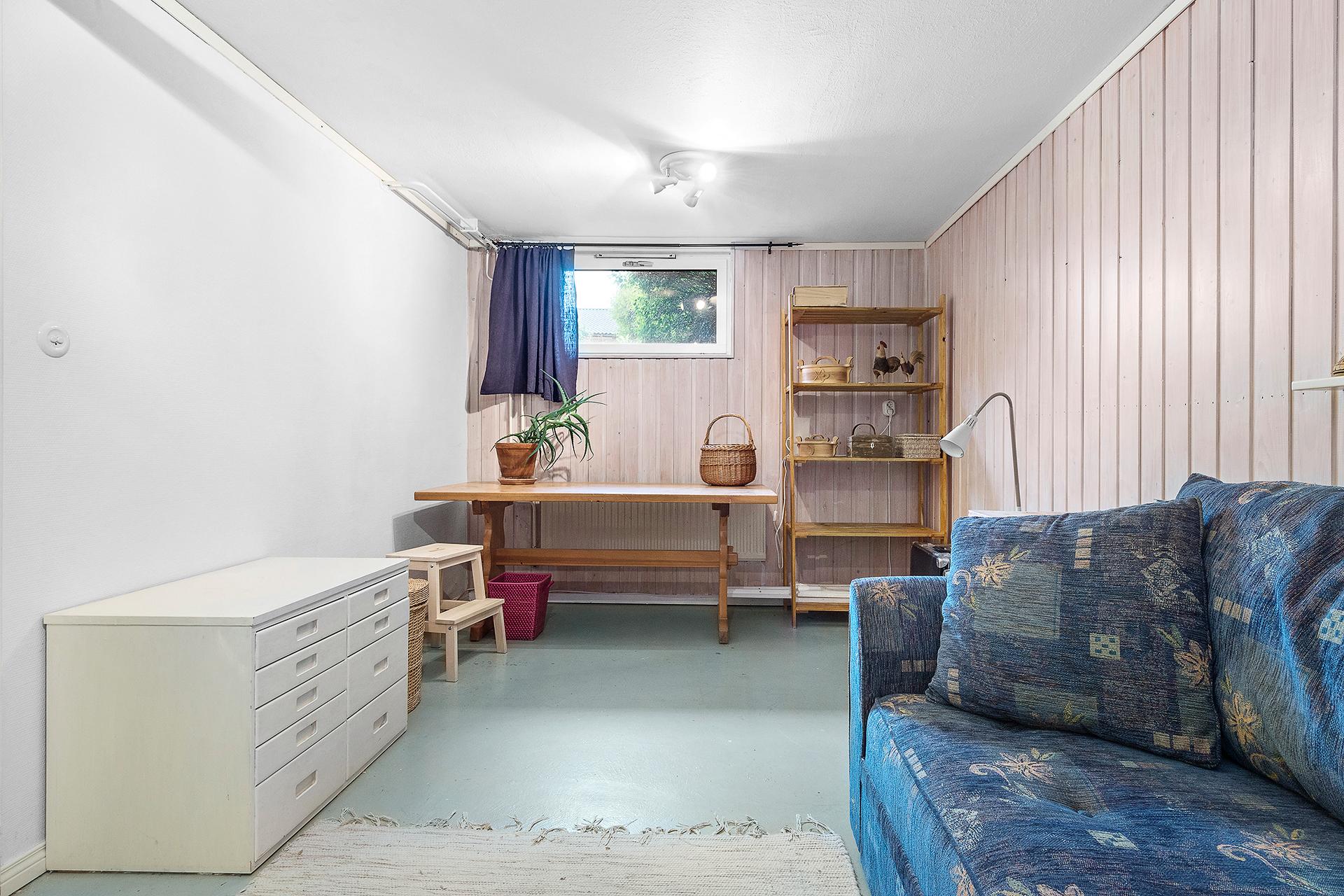 Hobbyrum/sovrum/allrum i källaren