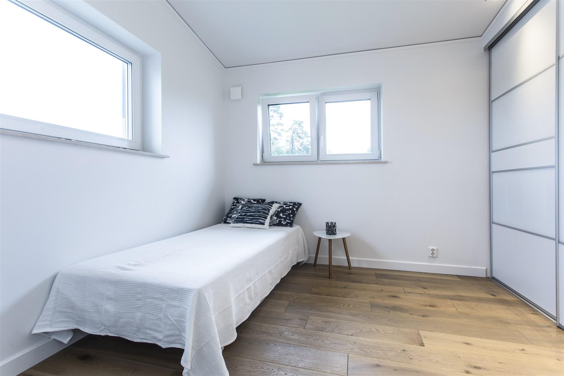 Sovrum 4 med platsbyggd förvaring