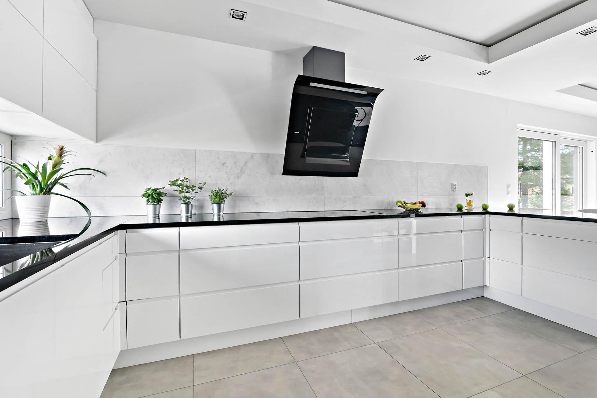 Perfekt planerat kök med gott om arbetsytor
