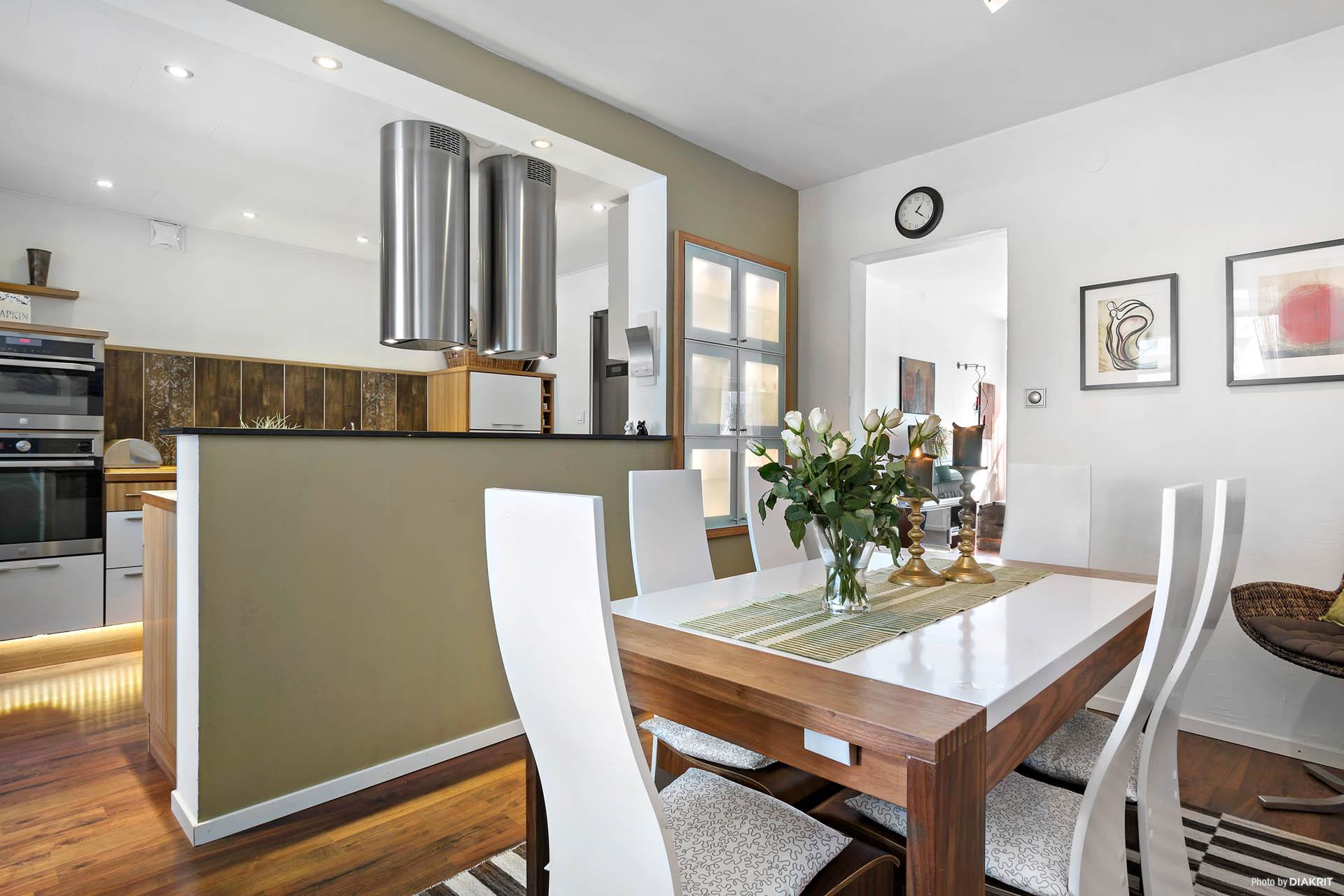 Matrum mot vardagsrum och kök