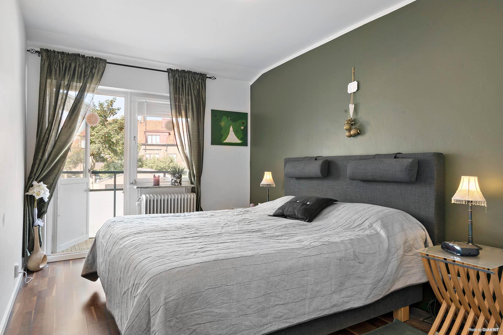 Sovrum 1 mot balkong