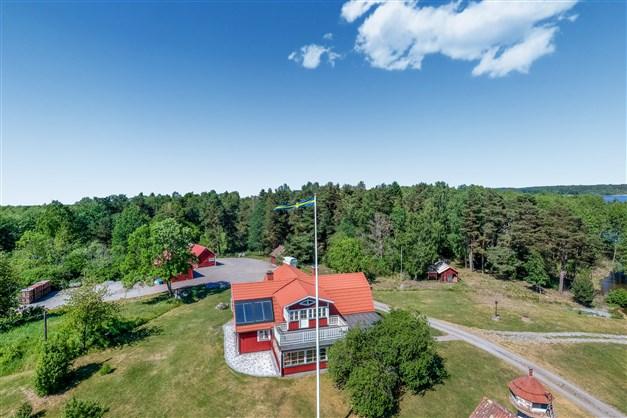Unikt tillfälle att förvärva en idylliskt belägen sjöfastighet om ca 12 hektar vid Mälaren.