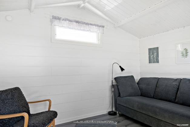 Vinterbonad och renoverad gäststuga.