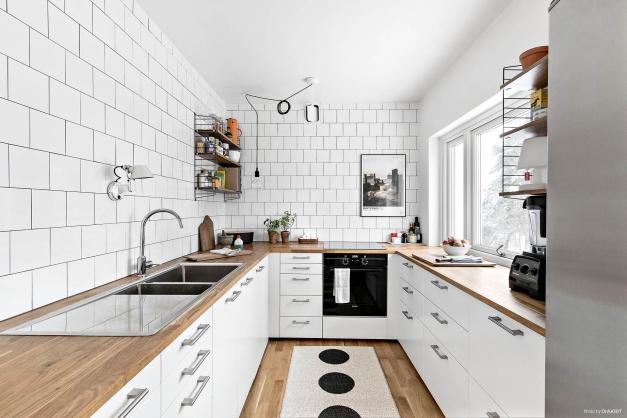 Stilrent kök med bra arbetsytor