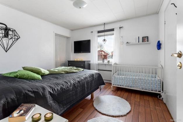 Sovrum med dubbla klädkammare
