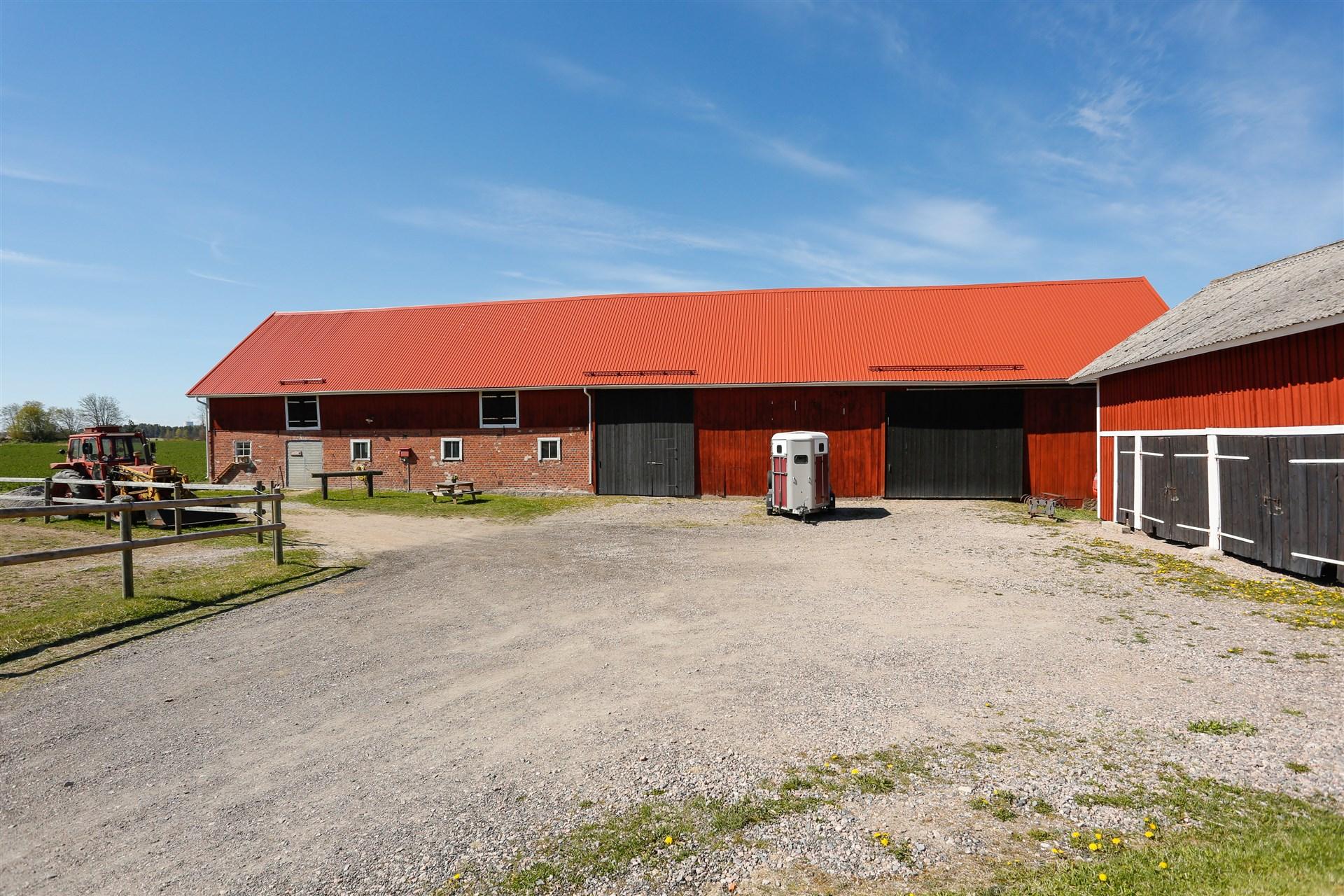 Stall och garage