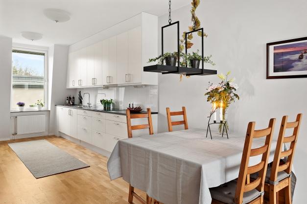 Rymligt kök med matplats
