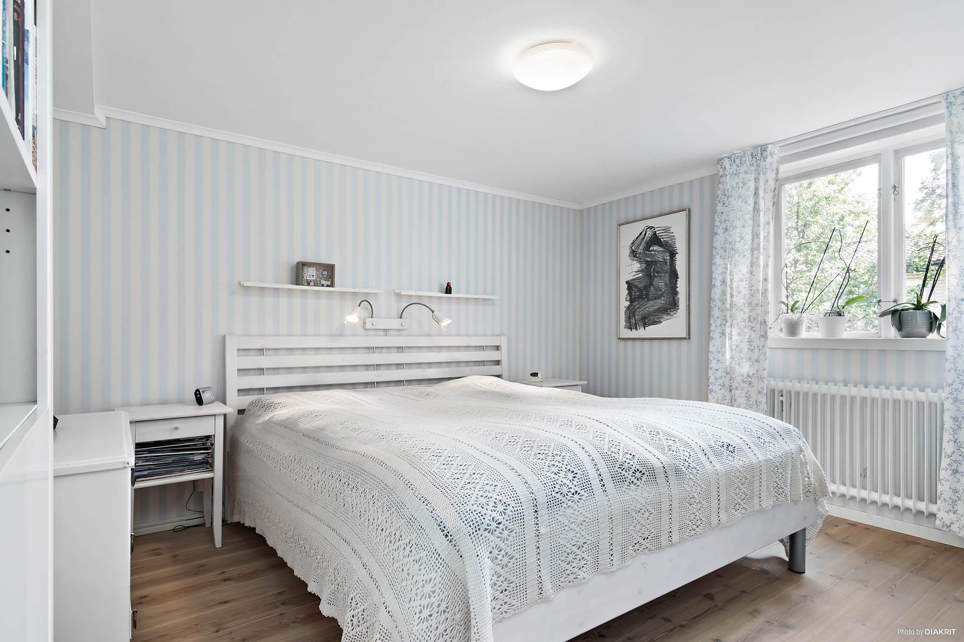 Sovrum på nedre plan
