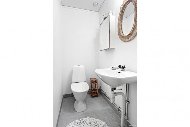 WC nedre plan, nya ytskikt från 2019