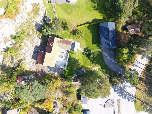 Vy från ovan, för tomtgränser se fastighetskartan (nästa bild)