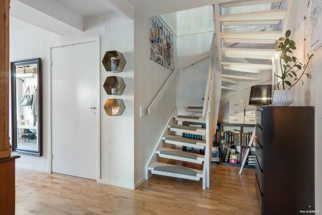 Trappa upp till övervåningen.