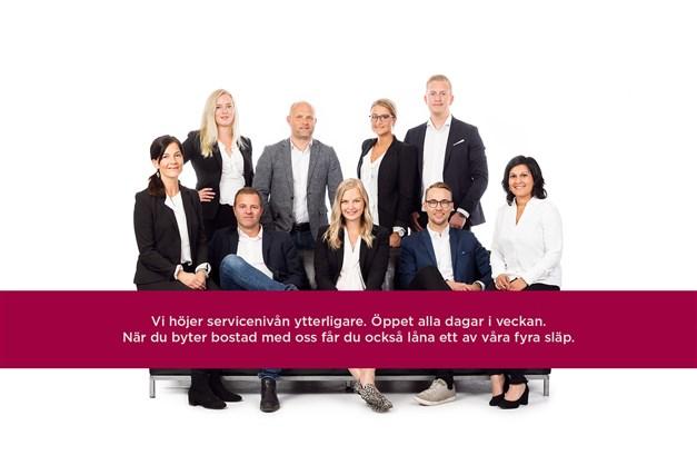Vi har öppet vårt kontor på Storgatan 30 måndag-fredag kl 08-18 samt lördag & söndag kl 11-14. Våra fyra flyttsläp lånar du fritt när du byter bostad med oss. Välkommen till Mäklarhuset i Trollhättan!