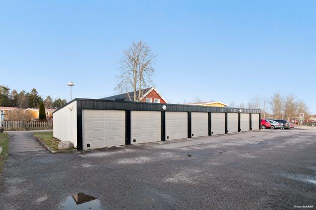Garage i länge ingår i månadsavgiften.